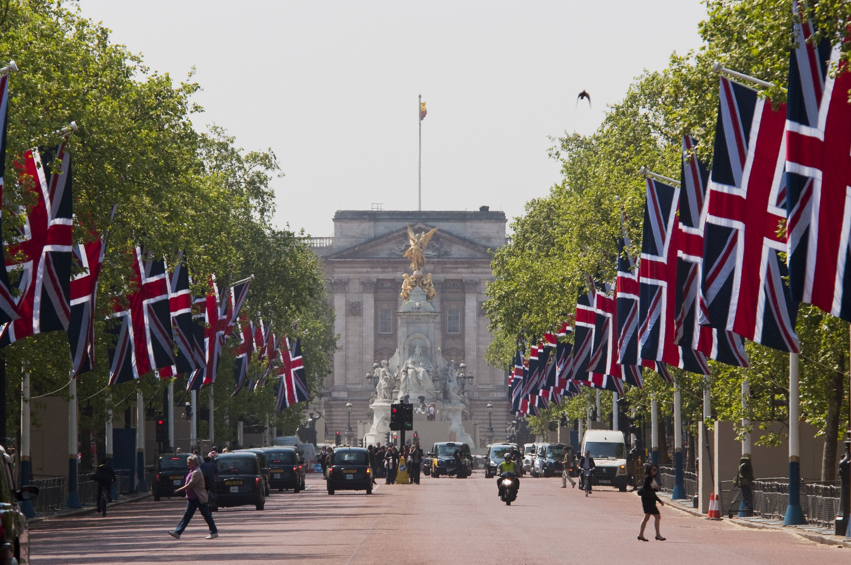 Video Email Video Marketing Vostit Video Email Buckingham Palace London Town London Skyline