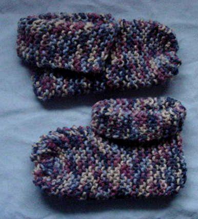 Beginner Knit Slippers   Knitted slippers, Baby knitting ...