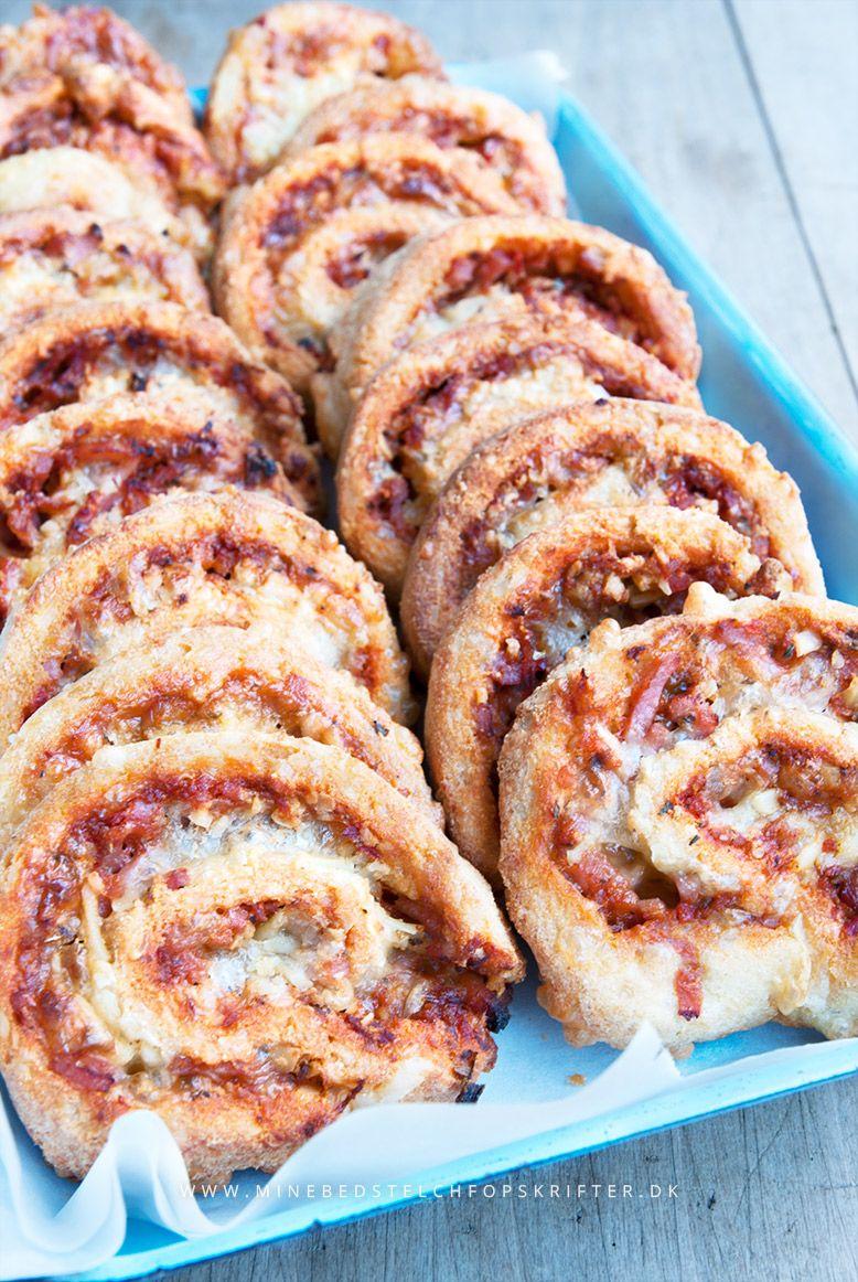 Mine bedste LCHF opskrifter: Lækre LCHF pizzasnegle - en børnefavorit :)  http://minebedstelchfopskrifter.dk/laekre-lchf-pizzasnegle/