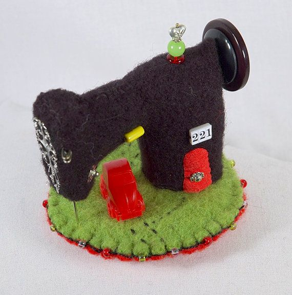 Felt Sewing Machine Pincushion: Singer Featherweight Fairy House at ...