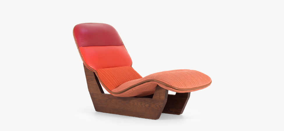 Seat shell in injection molded flame-retardant poliurethane foam on steel frame. Base in varnished solid oak wood. Lilo collection covers are not removable.