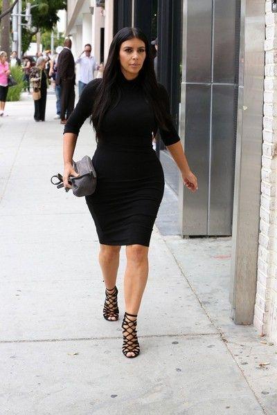 Kim Kardashian Photos Photos - Kim Kardashian goes shopping in Beverly Hills. - KIm Kardashian Out in Beverly Hills