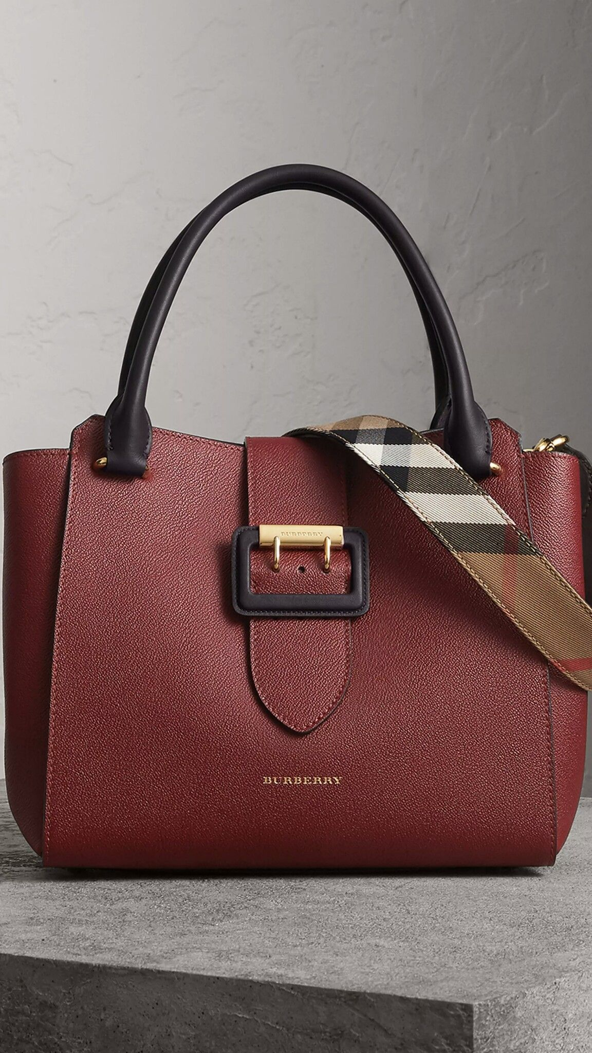 e6f143d7db75 Burberry Medium Buckle Tote in Two-tone Grainy Leather