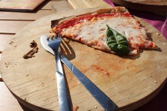 Disfruta de una pizza original italiana