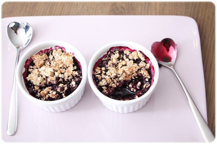 Blueberry coconut caramel crumble