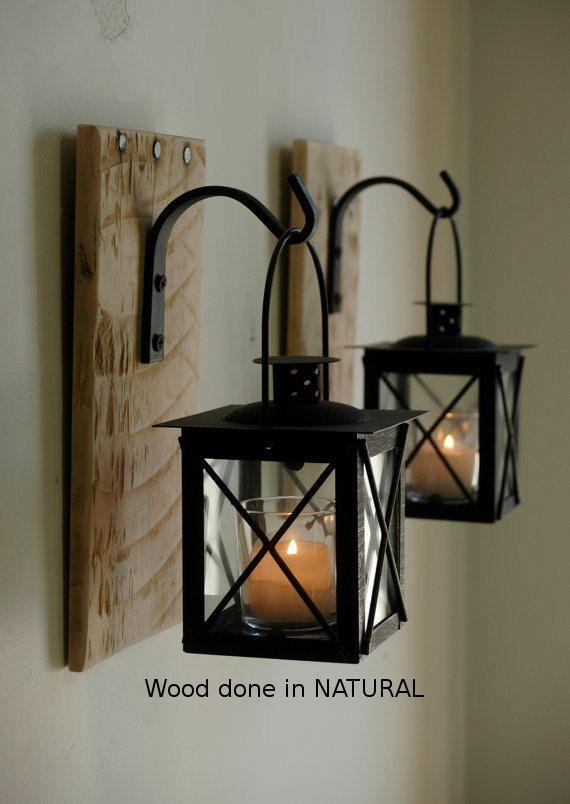 Paire de lanternes noires (2) avec crochets en fer forgé sur planche de bois recyclé pour une décoration murale unique, décoration, décoration de chambre à coucher   – Wohnung