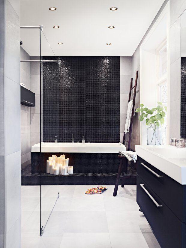 Black tile bathroom foto Sara Svenningrud Black