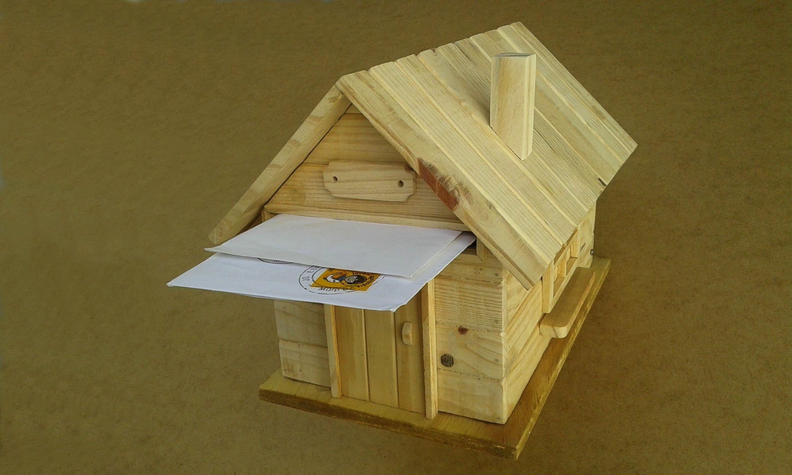 de CORREIOS  Produzida com madeira reciclada de pinus  Rústica, peça sem acabamento  ARMARE -Arte