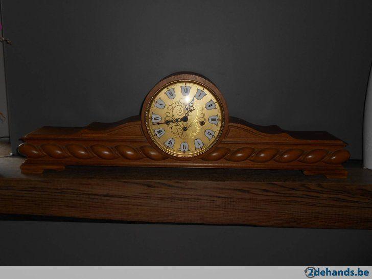 Horloge en parfait état avec carillon. Longueur: 79.5 cm Largeur: 13 cm Hauteur: 25 cm