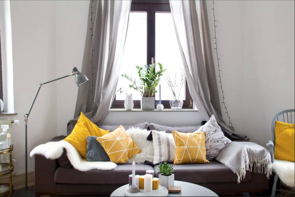 Gemütliches wohnzimmer ~ Gemütliches wohnzimmer mit großer couch in kölner wg wohnzimmer