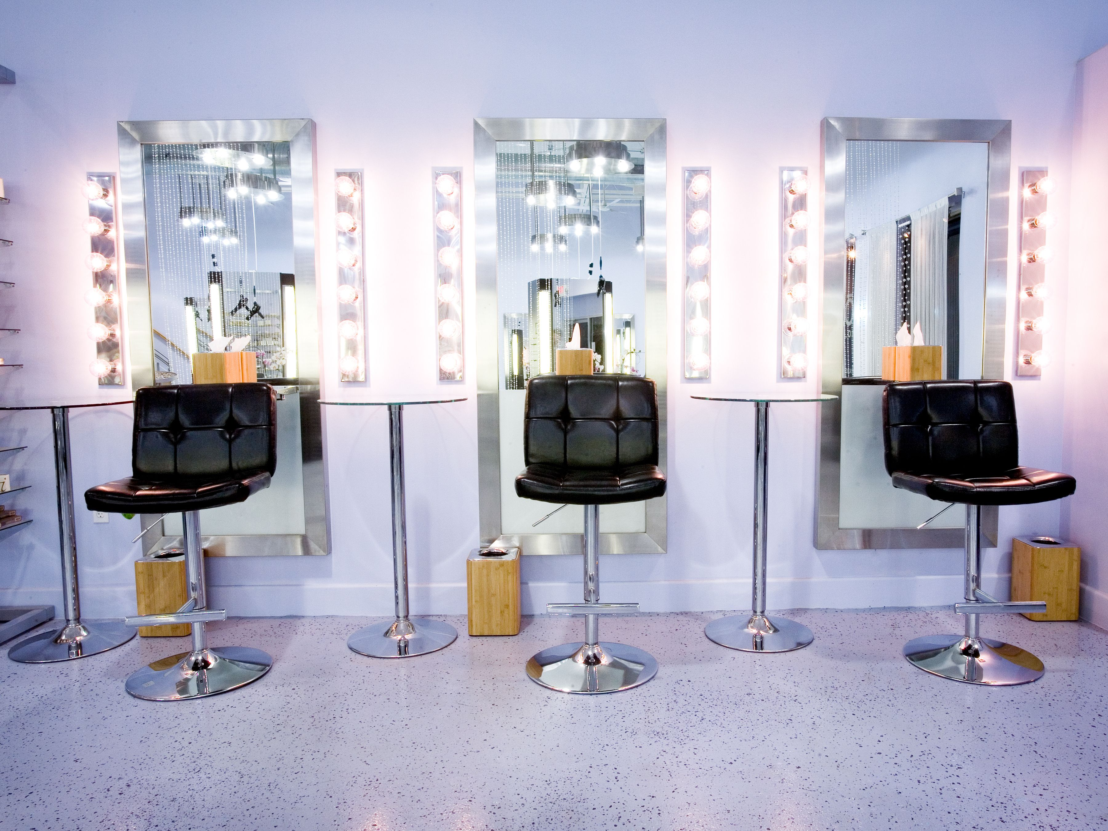 this is very simple and sleek the mirrors can be mounted