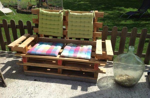 sofa aus paletten integrieren diy m bel sind praktisch und originell paletten sofas pinterest. Black Bedroom Furniture Sets. Home Design Ideas