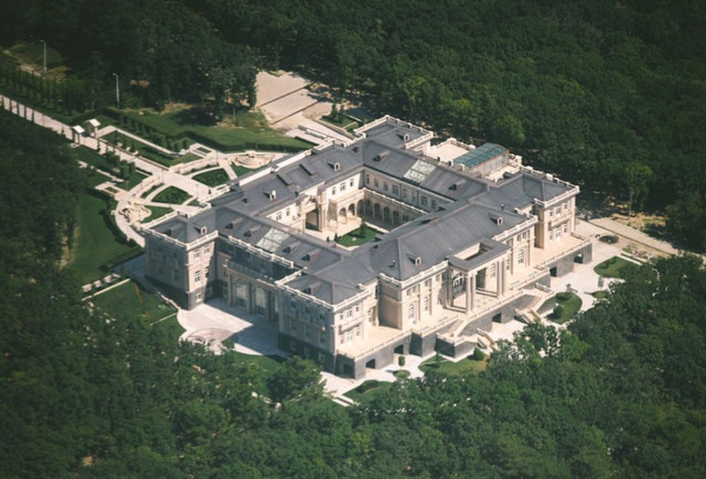 Putin's enormous palace in Southern Russia | Putin's palace, Luxury homes  dream houses, Mansions
