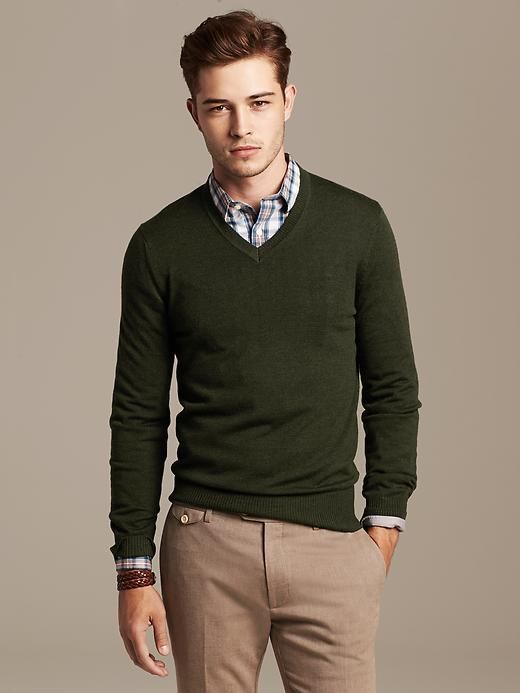 dark green pullover, a checked shirt and light brown trousers ...