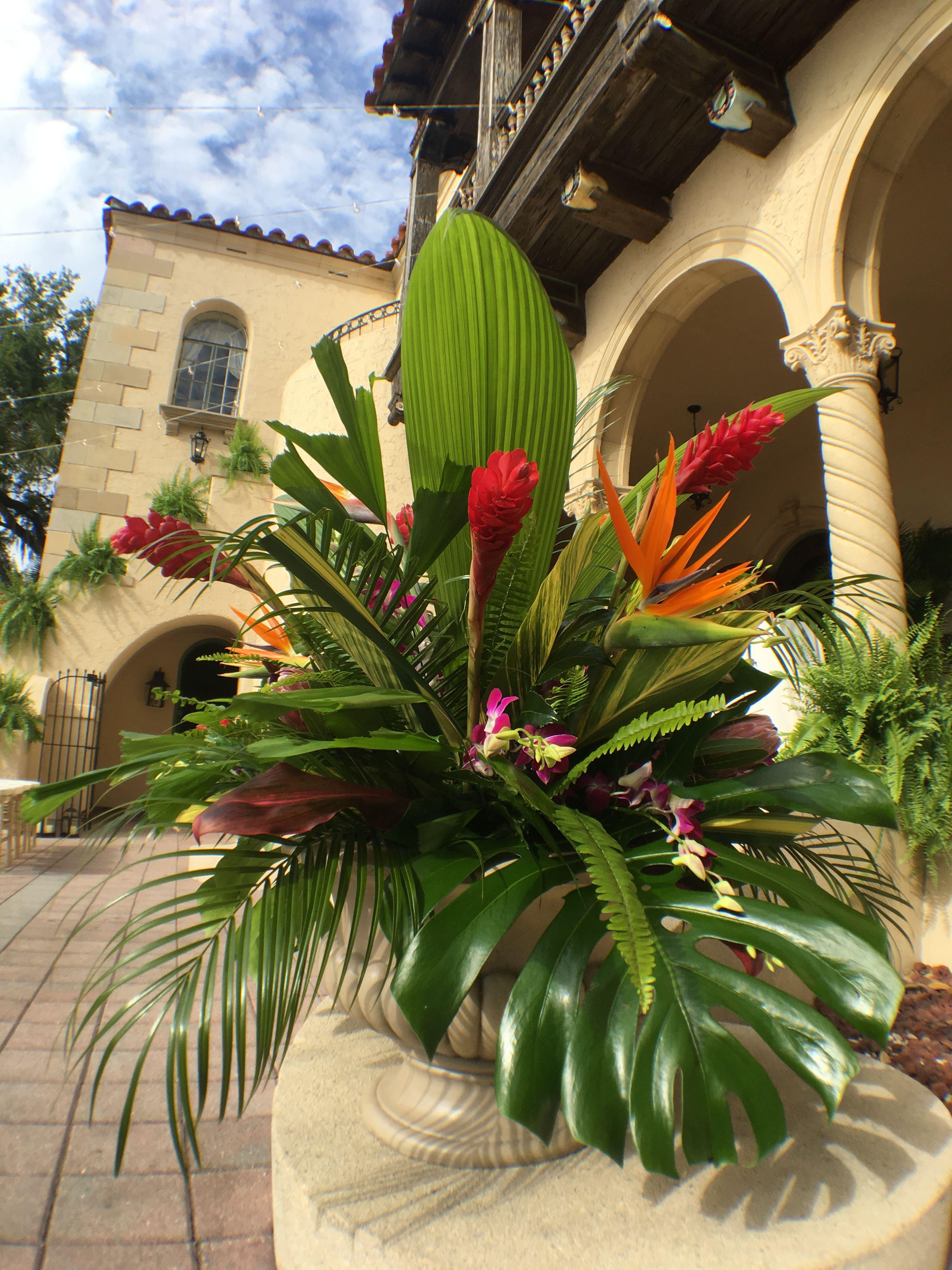 Adding a tropical style for the ceremony Destination