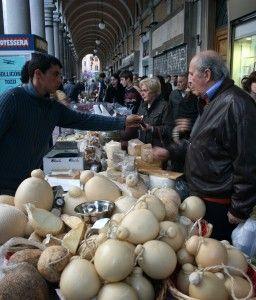 Budget travel tips for a city break in Rome - markets in Rome: http://www.worldwanderingkiwi.com/2012/08/rome-city-break-budget-travel/