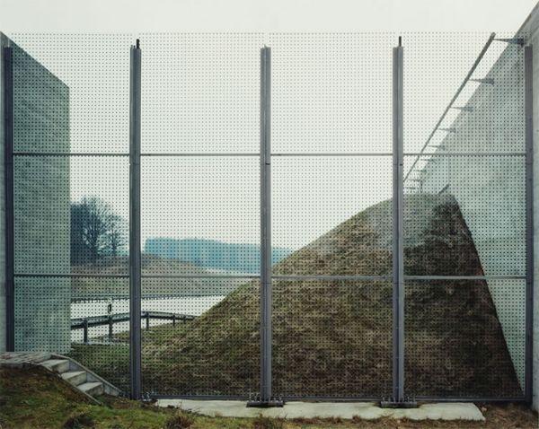 Hans-Christian Schink, A 9, bei Göritz, aus: VDE (Verkehrsprojekte Deutsche Einheit), 2002, C-Print/Diasec, 178 x 211 cm und 121 x 143 cm, Auflage 5 + 3