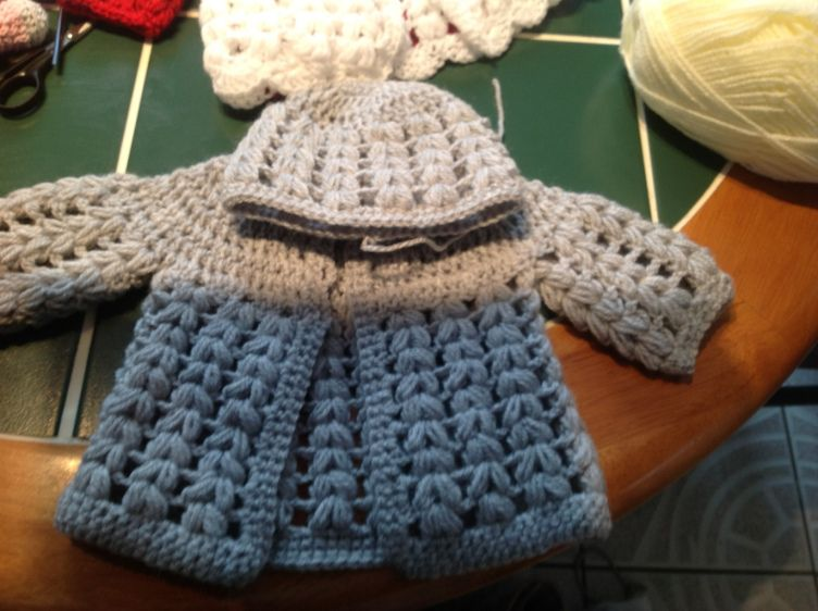 Free crochet baby cardigan pattern #crochetbabycardigan