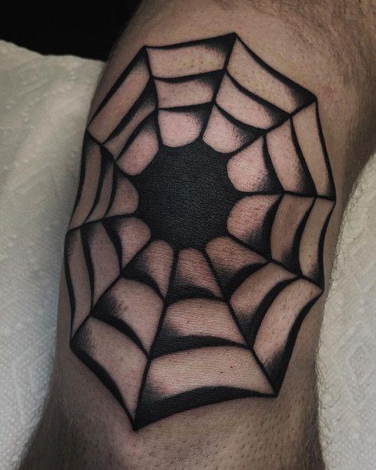 Traditional Black Work Style Tattoo Of A Spider Web Inked On The Right Knee Tatuagem Ideias De Tatuagens E Tatuagem De Corvo