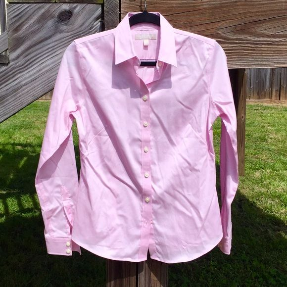 BR Pink Blouse Banana Republic non-iron fitted light pink buttoned-up blouse. Cotton, spandex, and lycra materials. Perfect for a job interview or casual day at the office. Bundle up and save! Banana Republic Tops Button Down Shirts