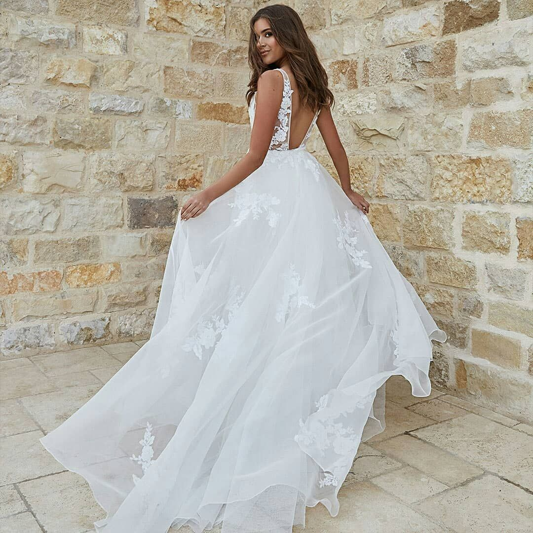 Wedding Chicks On Instagram The True Meaning Of Effortless Is Timeless Floral Applique On An Endl Wedding Dresses Wedding Dress Shopping New Wedding Dresses [ 1080 x 1080 Pixel ]