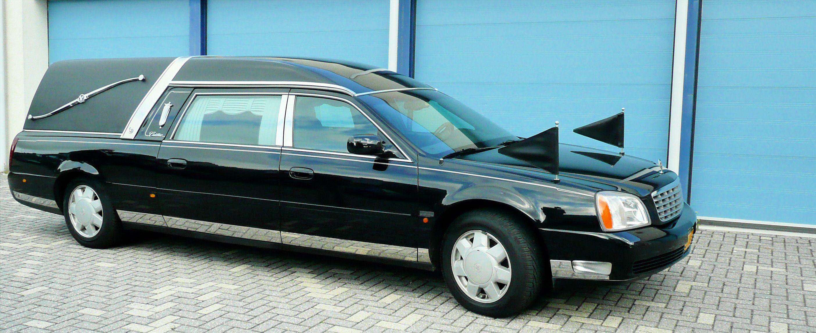 Zwarte rouwauto - Cadillac