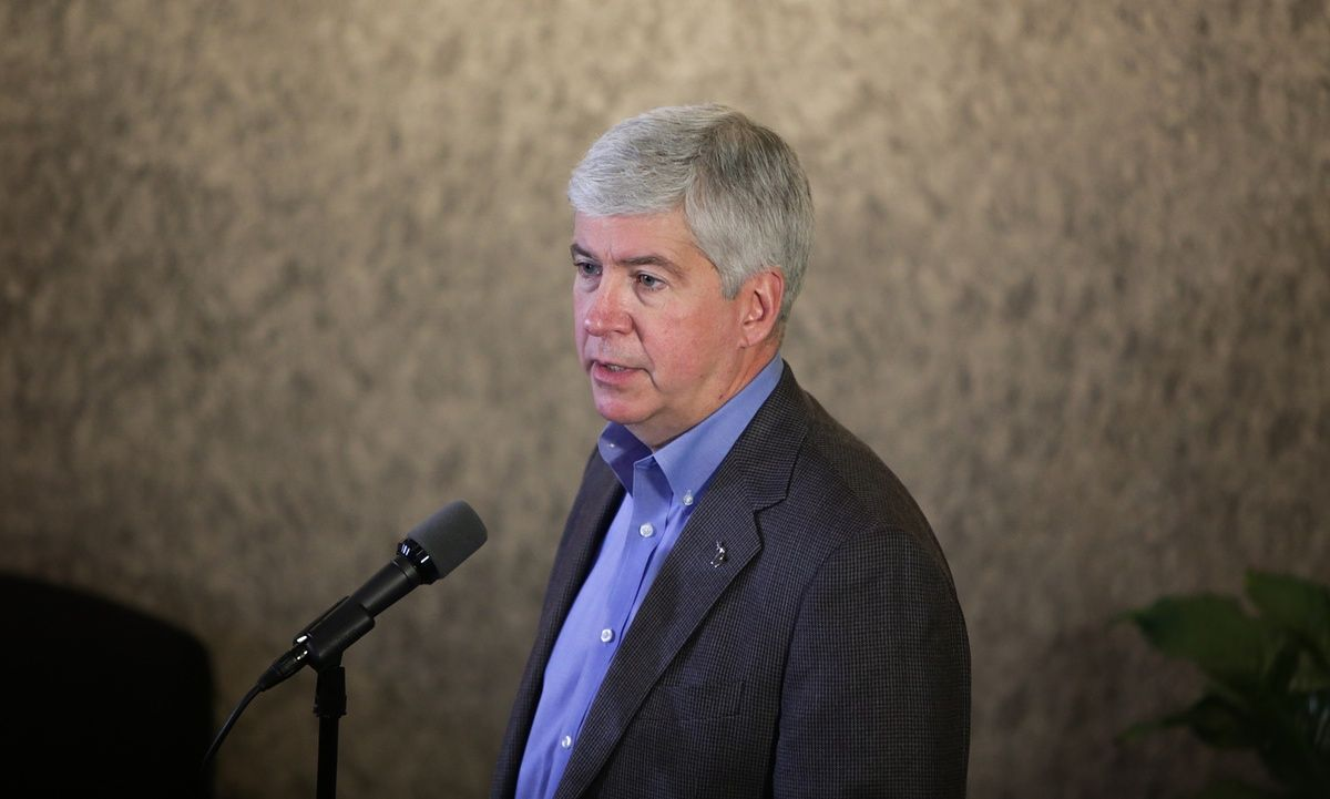 Governor Urged To Quit After Release Of Emails On Flint Legionnaires Outbreak Rick Snyder Flint Michigan