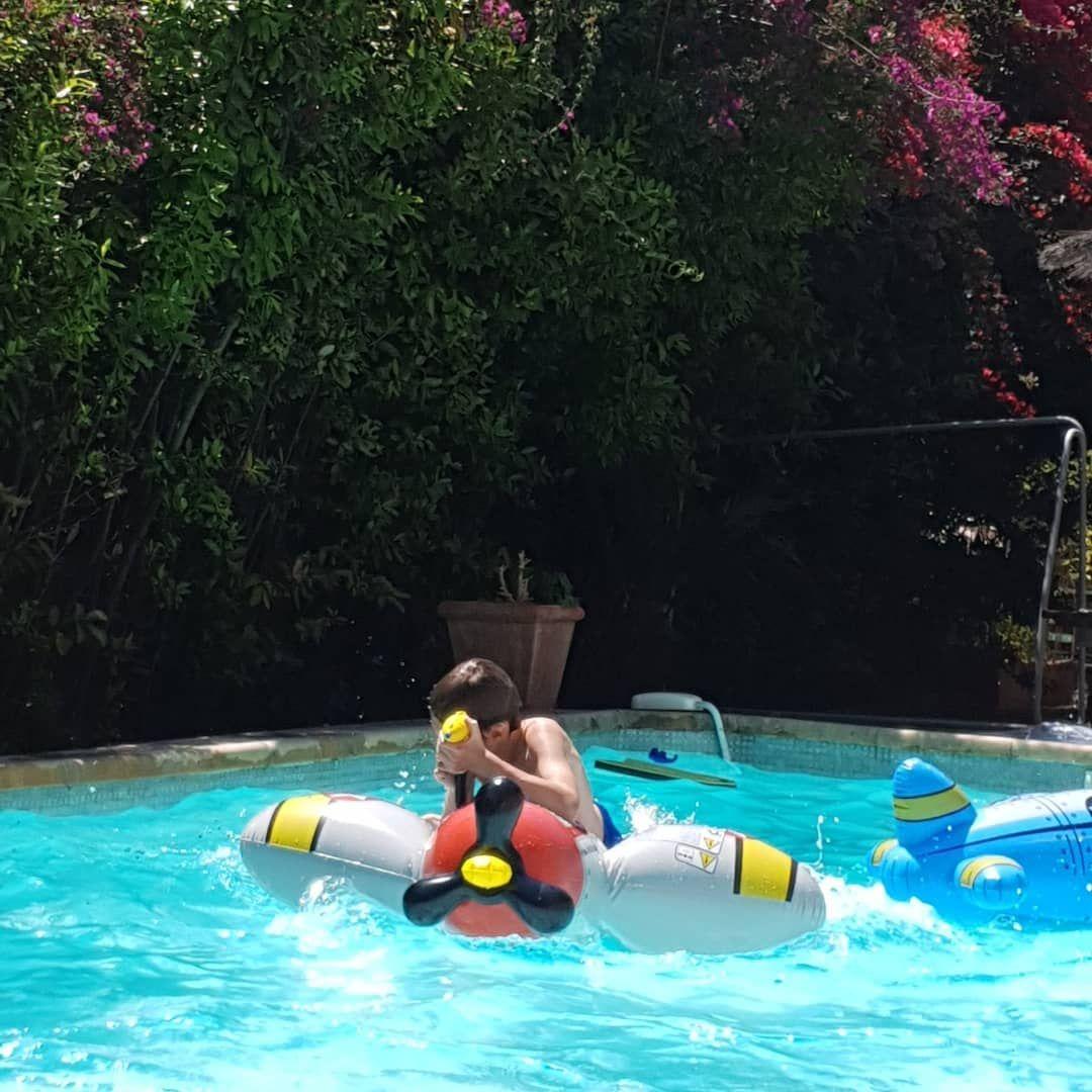 chill swimmingpool piscine jardin garden son boy2 moments detente soleil sun tan bronzage lezard finirenbeaute apero nerienfaire bonheur partage joie amour love