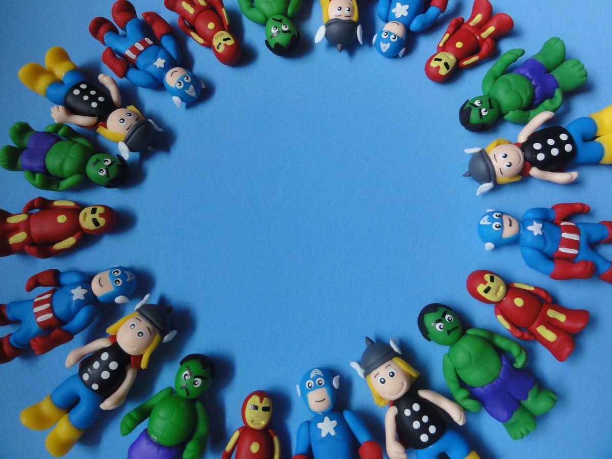 Bonecos Vingadores, modelados em biscuit.