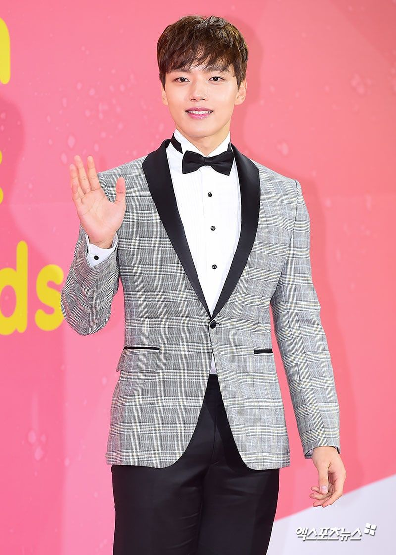 Yeo Jin Goo Stars Show Up To Celebrate A Night Of Music At The 2017 Melon Music Awards Music Awards Korean Idol Kdrama Actors