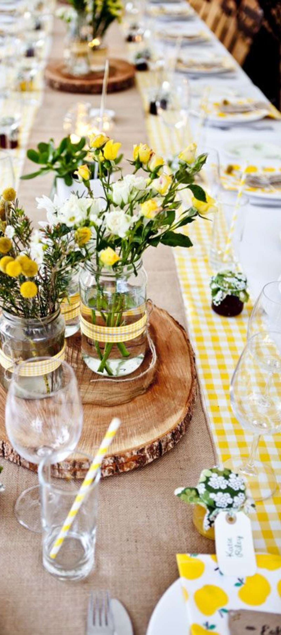 Spring outdoor entertaining tablescape buyer select for Outdoor brunch decorating ideas