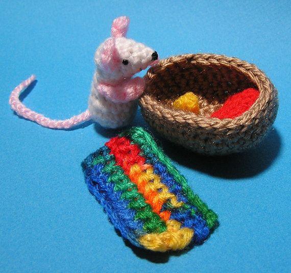 PDF Crochet Pattern TINY MOUSE in Walnut Shell | Maus häkeln ...