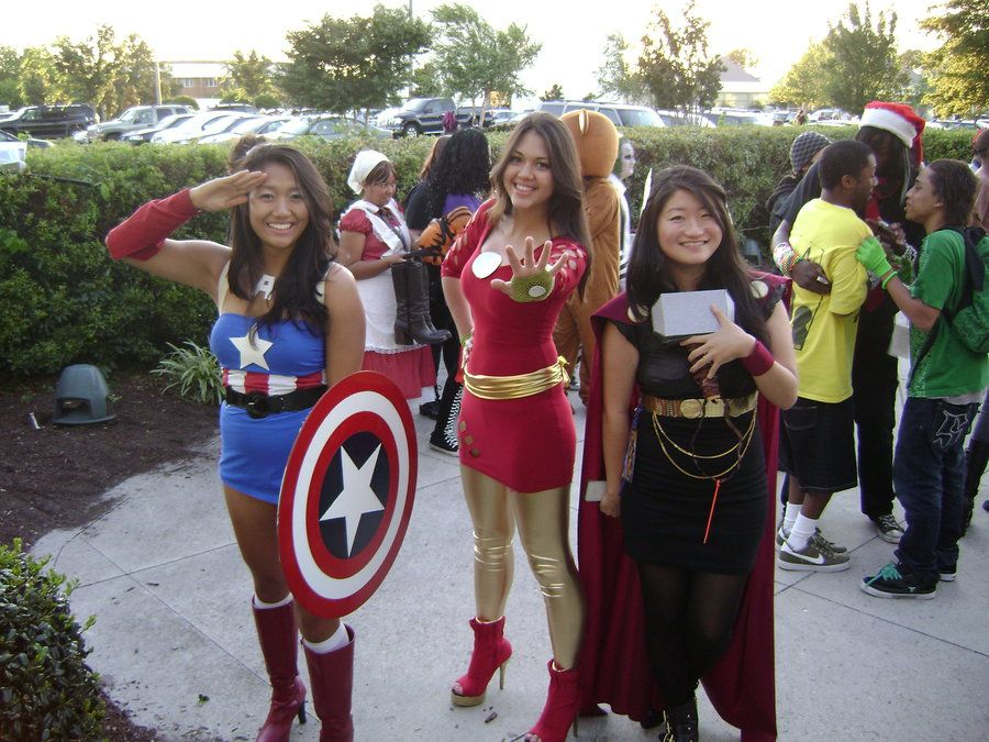 Female Avengers Cosplay. LOVE the Thor one.