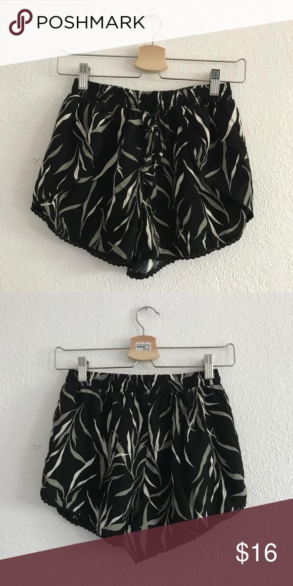 Tropical print shorts Similar to Brandy Melville NWT