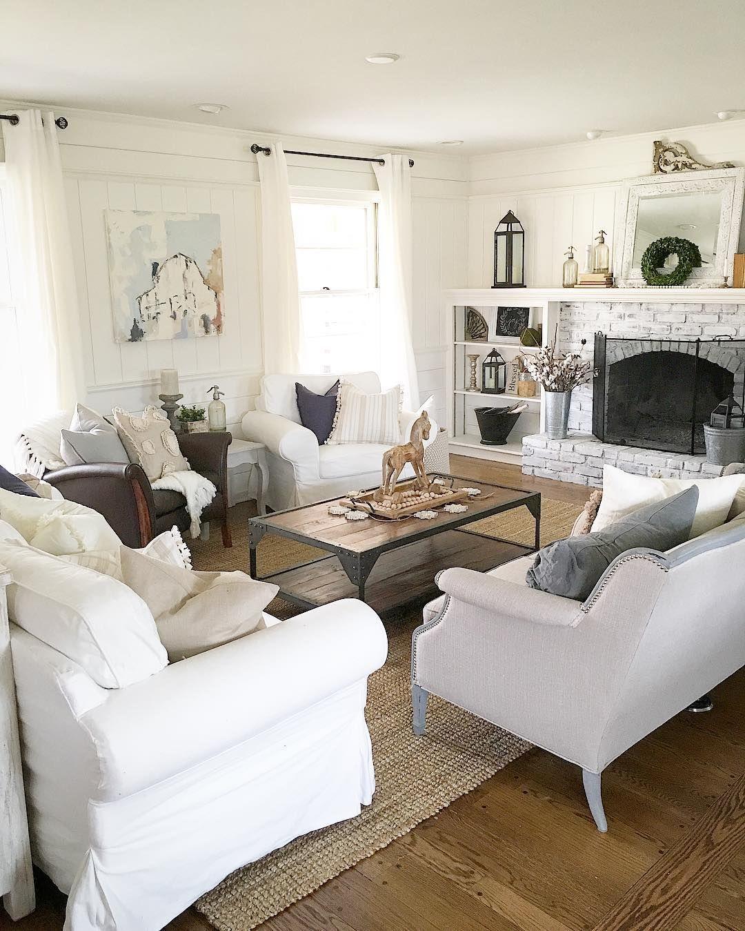 Such a cozy setup | Cottage style | Pinterest | Living rooms, Cozy ...