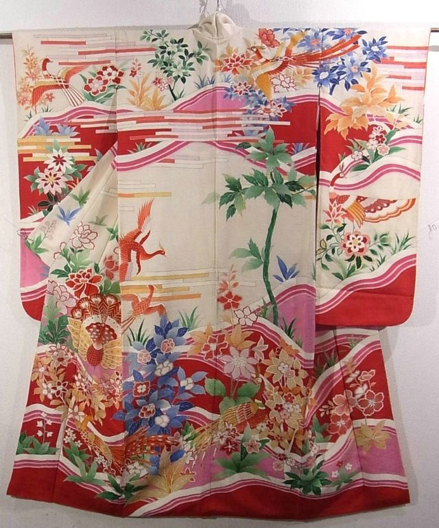 This is an impressive Furisode Kimono with a design of peacock and 'botan'…