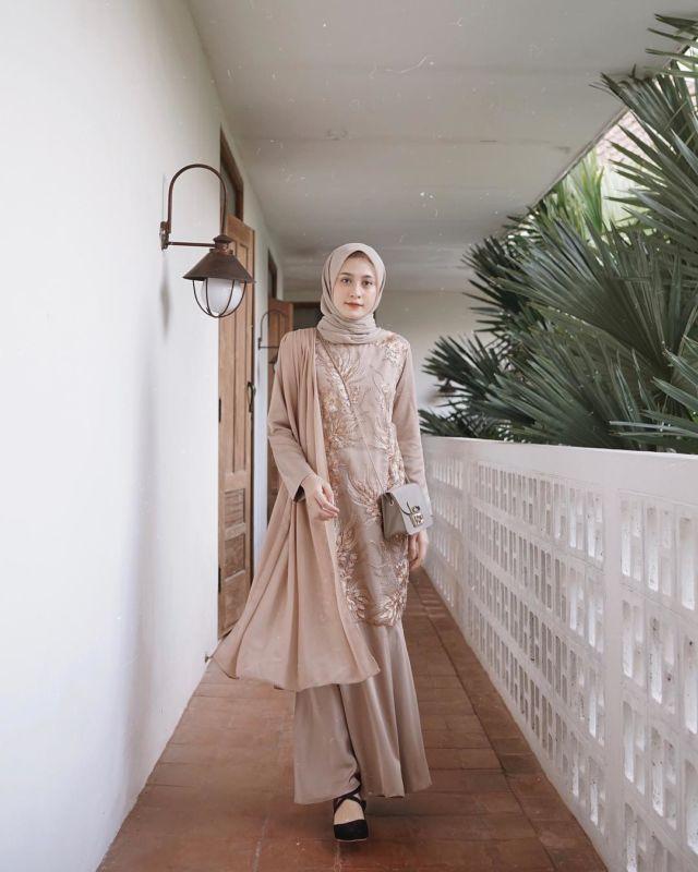 Model Jahitan Baju Pesta : model, jahitan, pesta, Kebaya, Hijab, Dengan, Jahitan, Pundak, Dada., Psst,, Dijamin, Beda!, Fashion, Dress, Party,, Modern, Dress,, Party