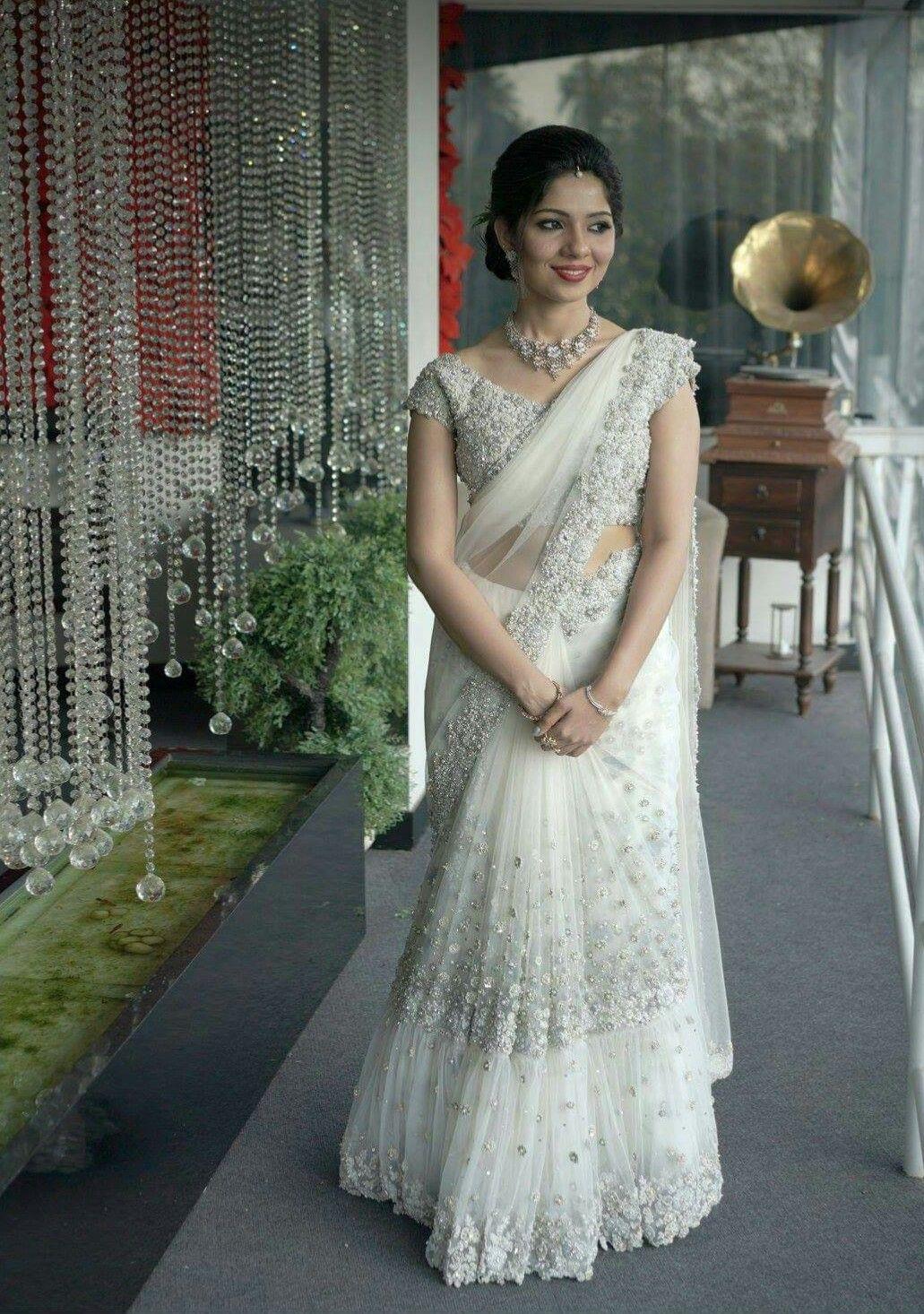 Pin By Elsa On Lehangas Christian Wedding Sarees Designer Sarees Wedding Net Saree Blouse Designs