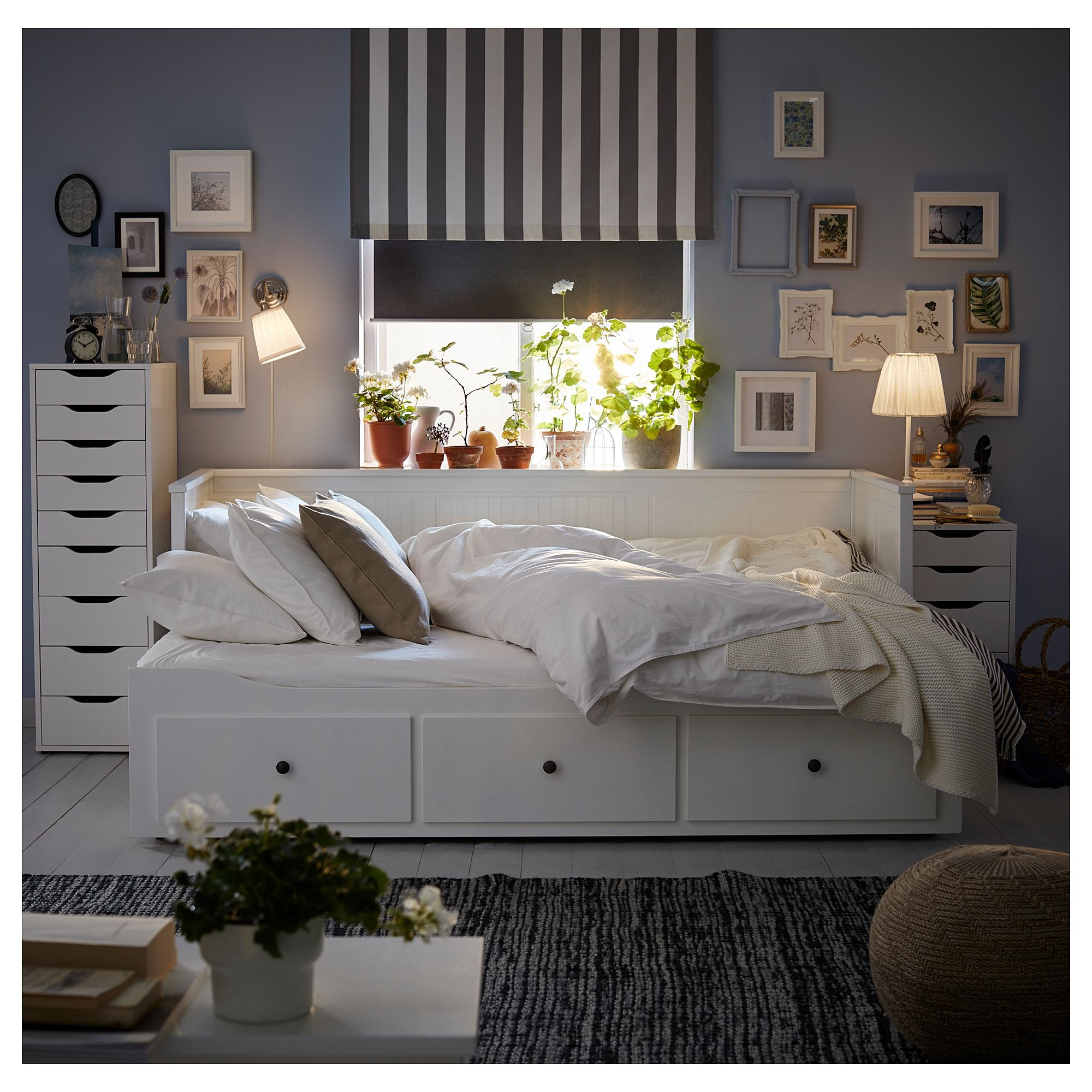 check out b7ab9 ca250 HEMNES Daybed with 3 drawers/2 mattresses - white, Husvika ...