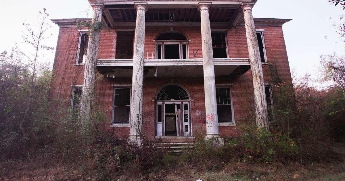 Arlington, a grand antebellum house in Natchez