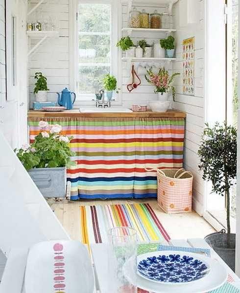Una gran idea para decorar si no tienes un mueble de lavatrastes ...