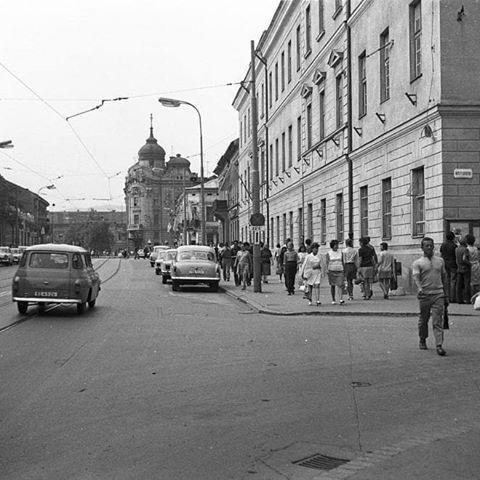 1972 - Von z Hlavnej,smer socha maratonca#kosice #košice #kosicecity #kosicestaremesto #retro #slovakia #retrophoto #pamiatky #pamiatkyslovenska #city #retrotown #oldcity #kosiceregion #slovensko #slovensko🇸🇰 #slovenskojekrasne #ceskoslovensko #czechoslovakia #socialism #socializmus #historical #vychod #metropolavychodu #nostalgia #historia #historiakosicZdroj : internet,fotokosice, iné zdroje