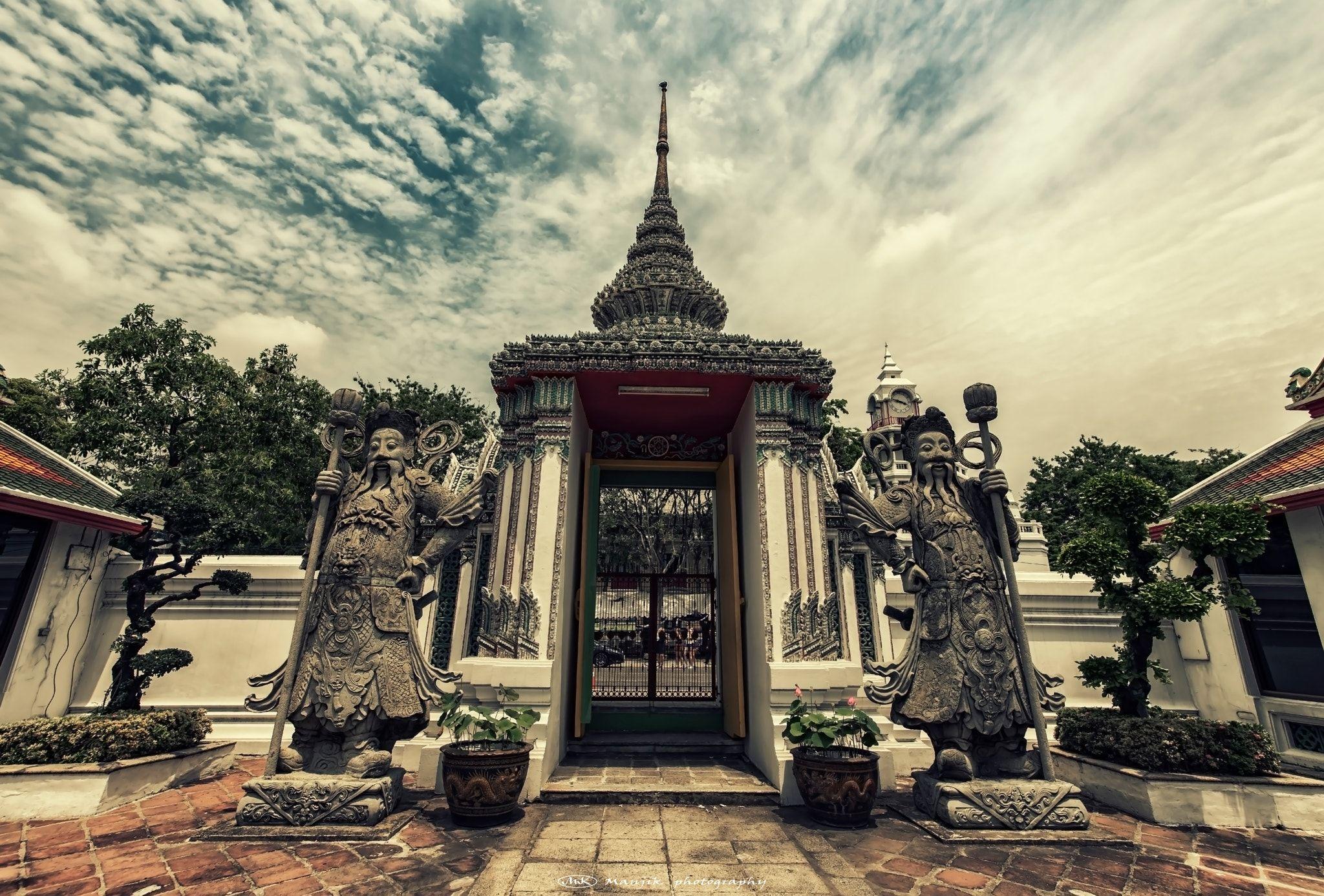 "Guardians - Wat Pho in Bangkok  Feel free to follow me on : <a href=""https://www.facebook.com/manjik.photography"">Facebook</a>  <a href=""https://www.flickr.com/photos/127381755@N02/"">Flickr</a> <a href=""https://www.instagram.com/manjikphotography"">Instagram</a> <a href=""https://twitter.com/ManjikPictures"">Twitter</a>"