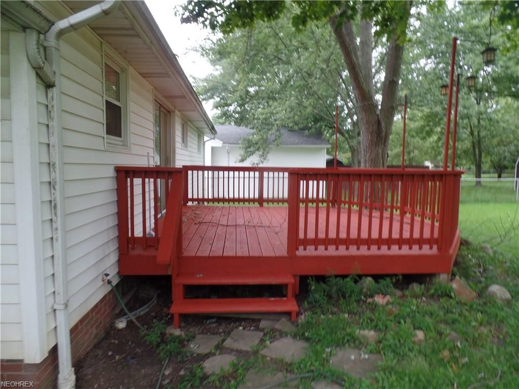 Charming 3 bedroom 1 bath Ranch home in Strongsville. 2