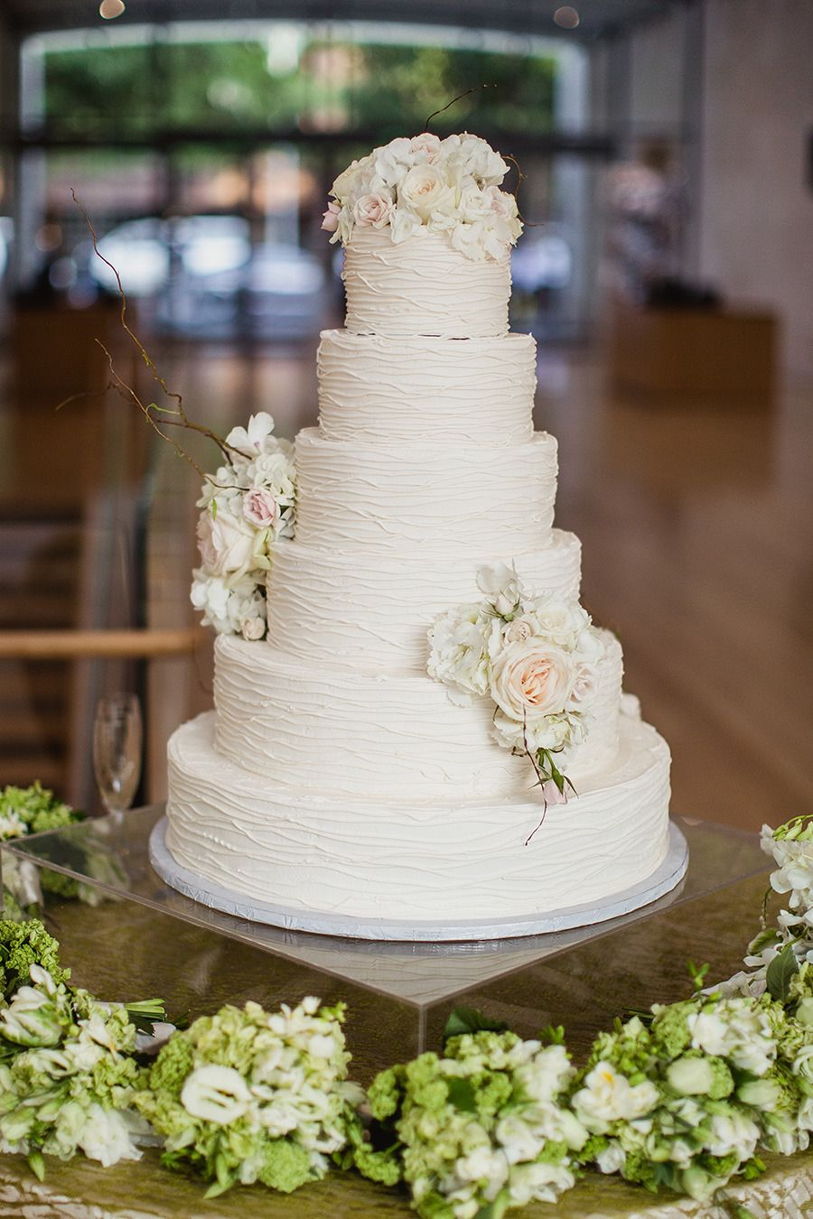 Can't get enough of this cake! Especially love the flowers by Bella Flora of Dallas. #bflive #weddings www.bellafloraofdallas.com Read More: http://www.stylemepretty.com/2013/11/19/dallas-wedding-from-shaun-menary-photography-caroline-events/