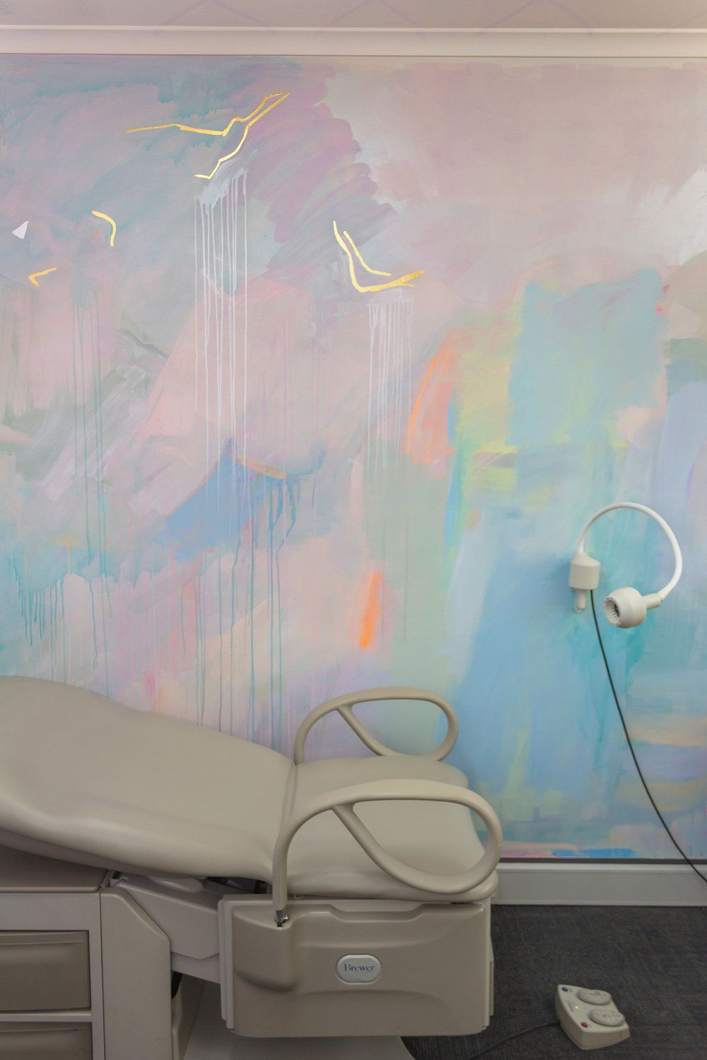 Pastel Abstract Mural Painted In An Ob Gyn Office Featuring Gold Gilded Birds Flying Across The Wal Interior Wall Design Gold Painted Walls Interior Wallpaper