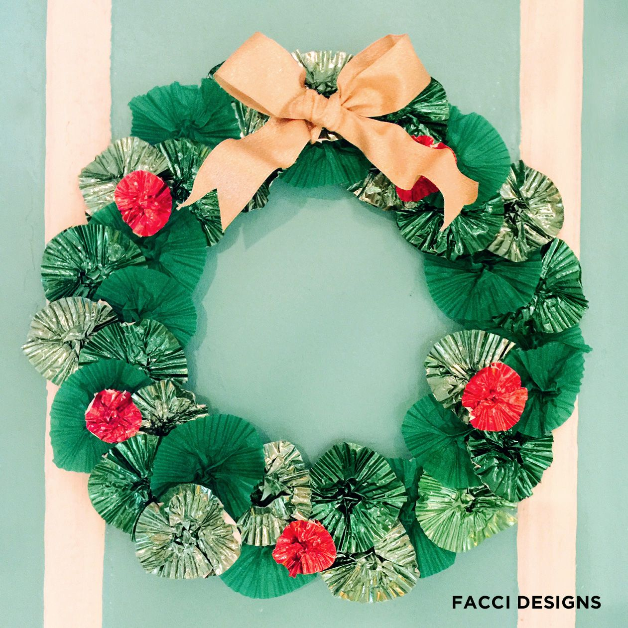 Diy How To Make A Cupcake Wrer Holiday Wreath This Is Grea