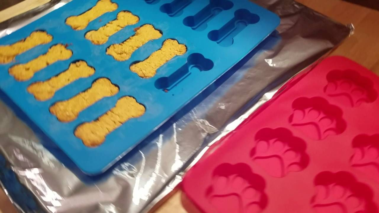 Dog bones and pawshaped silicone cookie and dog treat