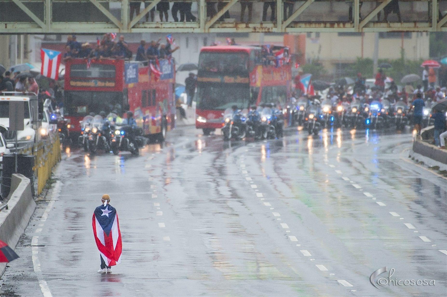#TeamRubio de pie con nuestra bandera dándole una bienvenida a nuestros Sub-Campeones.