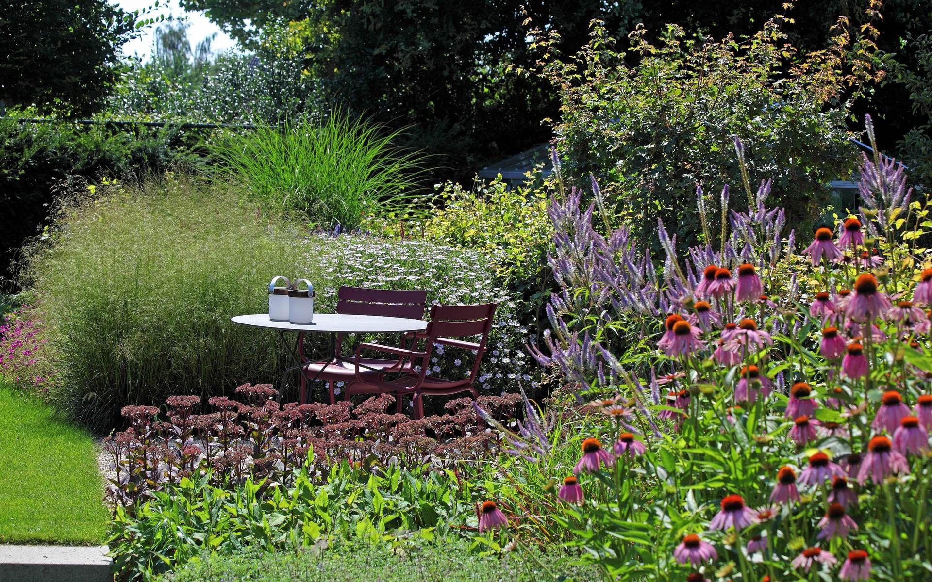 Vaste Planten Tuin : Landelijke tuin met bloemrijke vaste planten siergrassen oudolf
